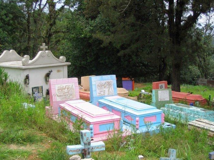 разноцветные кладбища гватемалы 5 (700x525, 388Kb)