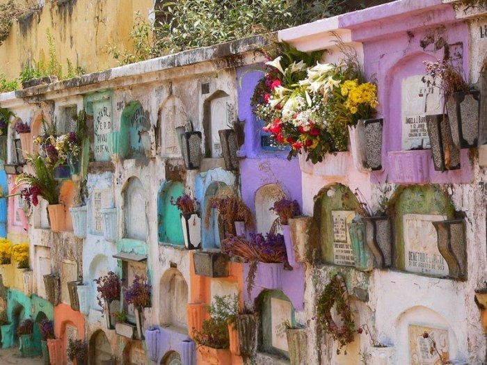 разноцветные кладбища гватемалы 7 (700x525, 414Kb)