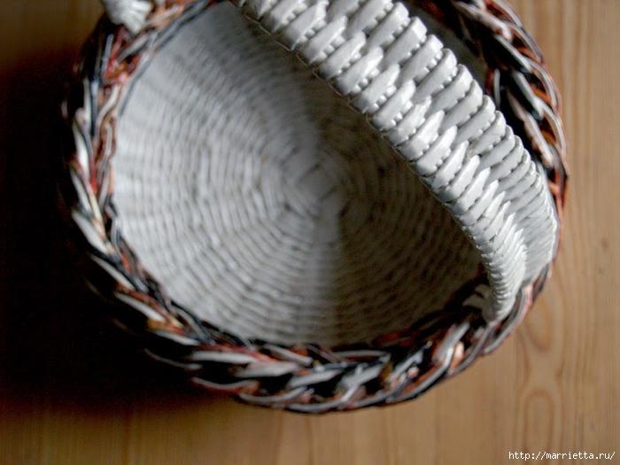 Плетение простых корзинок из газетных трубочек (6) (700x525, 246Kb)