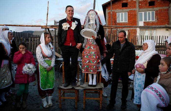 традиционная болгарская свадьба 6 (700x455, 380Kb)