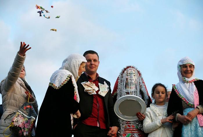 традиционная болгарская свадьба 8 (700x473, 278Kb)