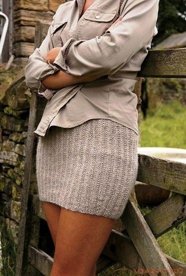 девушки фото на лавке в юбке:
