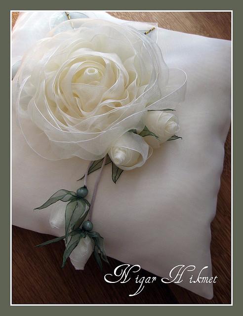Цветок из ленты фото