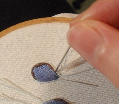 Объемная вышивка. Как вышить крылья бабочки (12) (400x350, 97Kb)