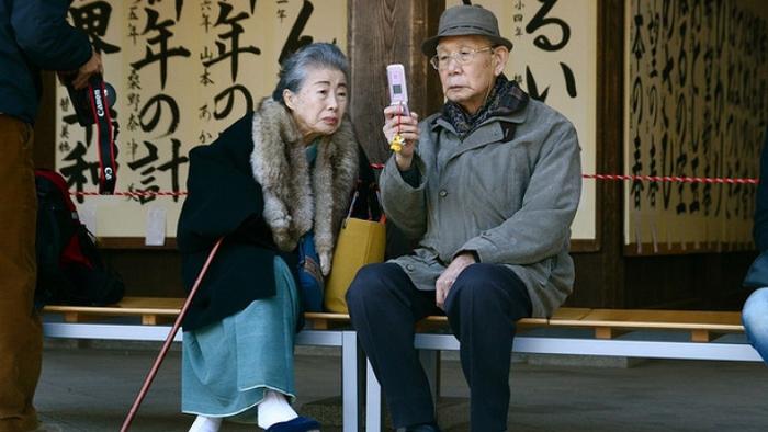 3906024_elderly_japan_77665600 (700x394, 200Kb)
