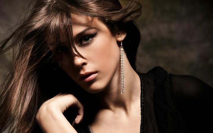 brunettes%20women%20models%20green%20eyes%20earrings%20glamour%20faces%20earings%202560x1600%20wallpaper_www.wallpaperfo.com_5[1] (700x437, 176Kb)