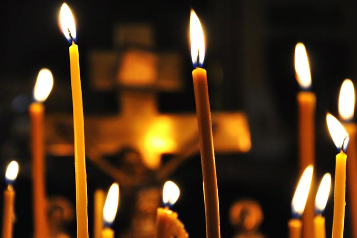 Свечи и крест (700x467, 196Kb)