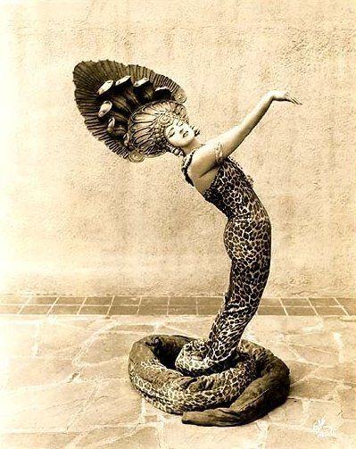 женщина-змея (399x503, 49Kb)