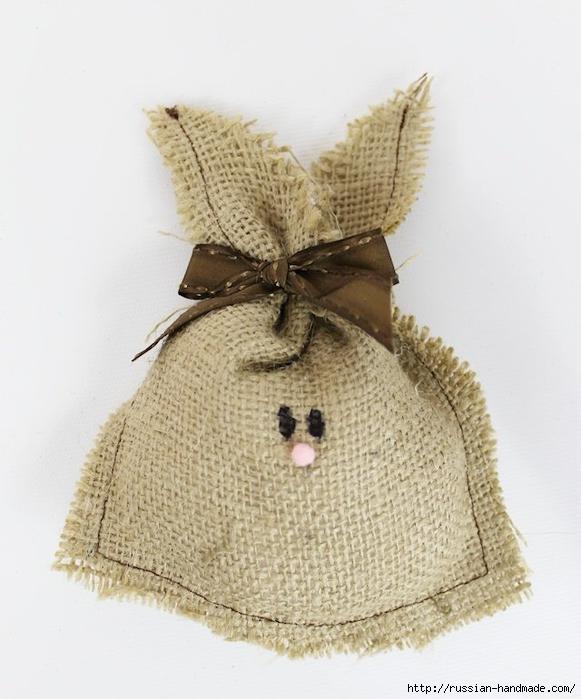 Пасхальные кролики из мешковины (2) (581x700, 221Kb)