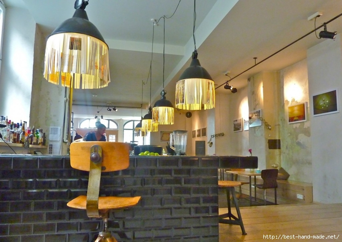 office-design-awesome-diy-lighting-ideas-creative-lighting-ideas-diy-diy-lighting-ideas-apartment-with-hanging-pendant-lamp-track-lamp-bar-table-barstool-brick-bar-design-1306x927-creative-hanging-l-1024x726 (700x496, 242Kb)