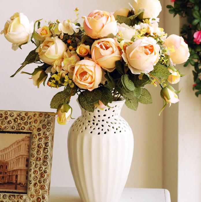 Фото искусственных цветов в вазе