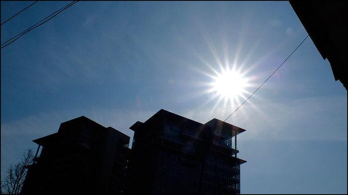 Солнечное затмение?/3673959__DSF4240 (700x393, 29Kb)