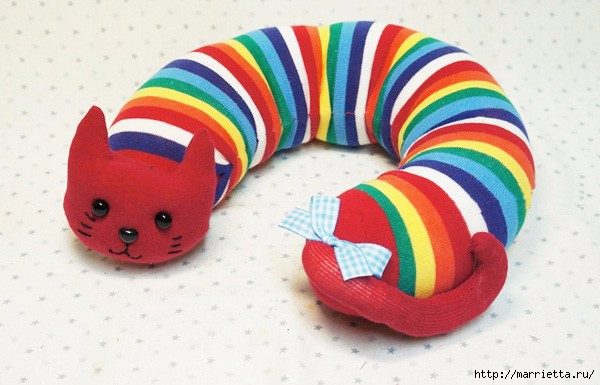 Декоративные подушки КОШКИ из носков (8) (600x385, 137Kb)
