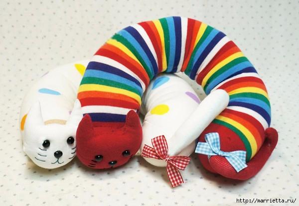 Декоративные подушки КОШКИ из носков (10) (600x414, 146Kb)