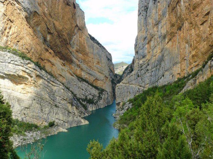 горное ущелье Монт-Ребеи Испания 3 (700x525, 430Kb)