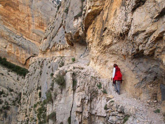 горное ущелье Монт-Ребеи Испания 5 (700x525, 439Kb)