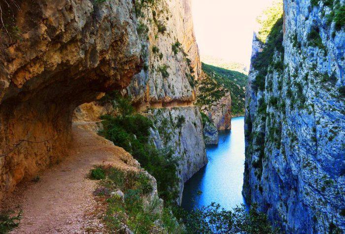 горное ущелье Монт-Ребеи Испания 7 (700x476, 407Kb)