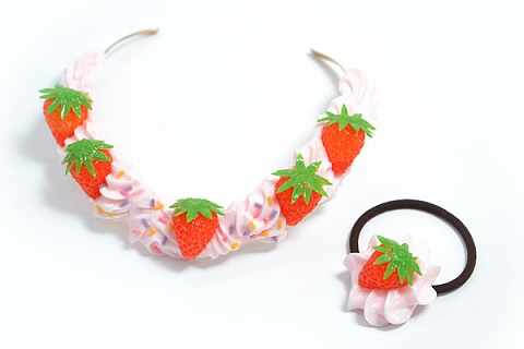 3899041_fake_food_jewelry_strawberry_whip_necklace_and_hair_elastic (480x320, 29Kb)