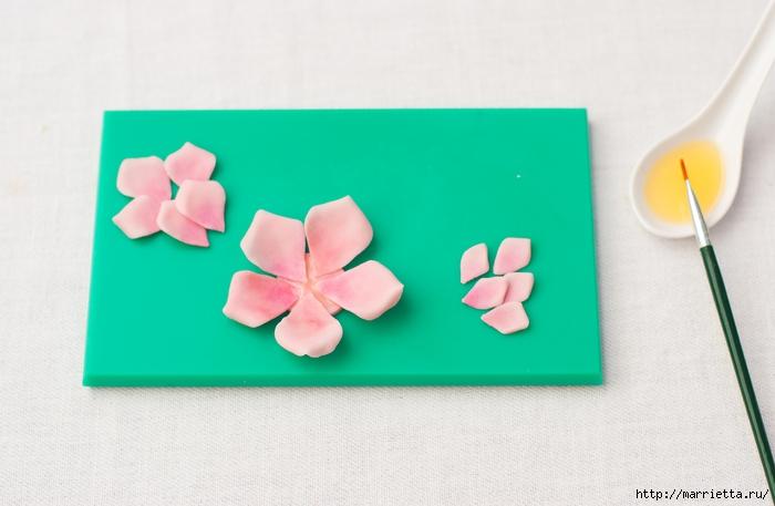 Сахарные розы для украшения шоколадных пасхальных яиц (6) (700x457, 170Kb)