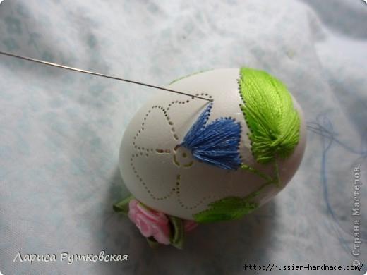 Учимся вышивать на пасхальных яйцах (520x390, 91Kb)