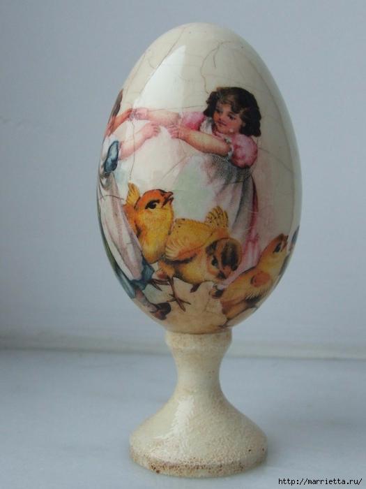 Сувенирные пасхальные яйца в технике декупаж (3) (525x700, 187Kb)