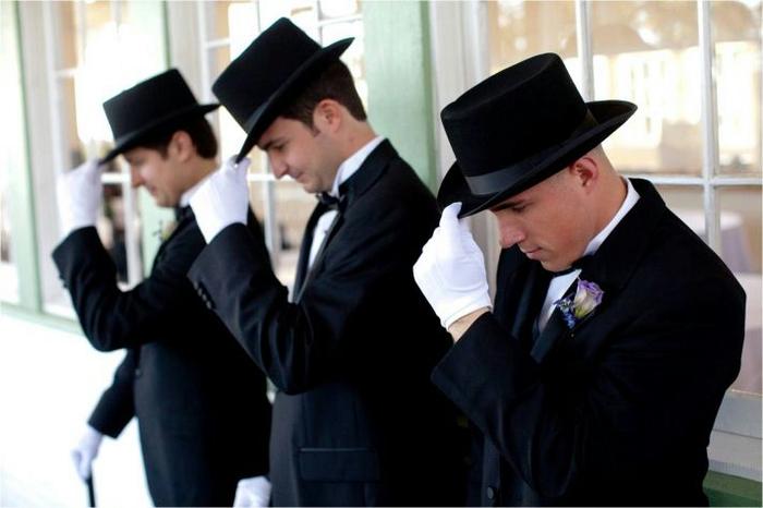 austin-texas-wedding-groomsmen-gentleman-in-black-tux-hat-white-gloves__full[1] (700x466, 246Kb)