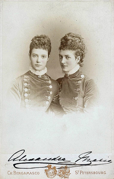 382px-Maria_Fyodorovna_and_her_sister_Alexandra_of_Denmark (382x599, 143Kb)