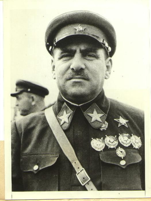 02 Маршал-Советского-Союза-В.К.Блюхер-первый-кавалер-ордена-Красной-Звезды (525x700, 265Kb)