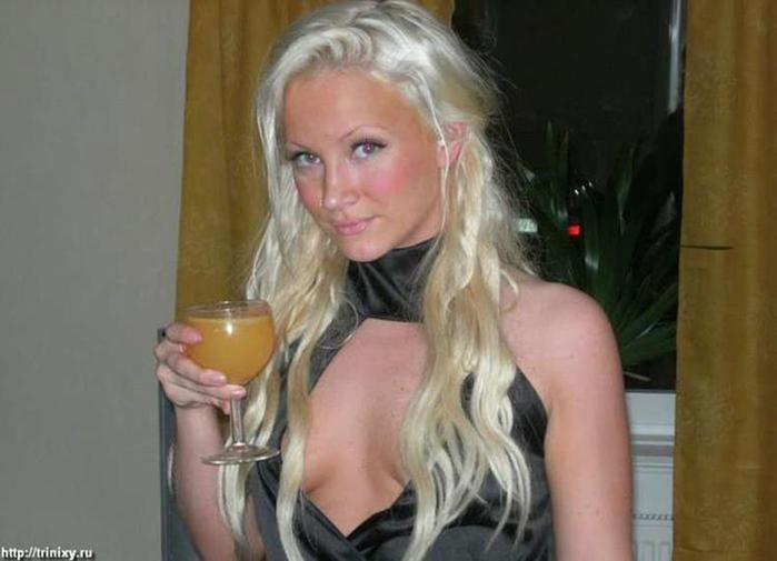 Фотографии веселых, потому что пьяных девушек