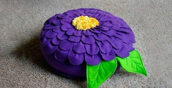 4897960_FlowerCushion12 (604x311, 102Kb)