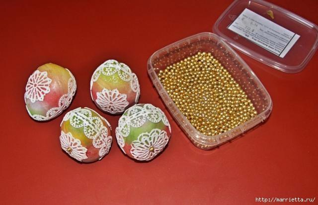 3D торт из марципана с кружевными пасхальными яйцами (8) (640x412, 118Kb)