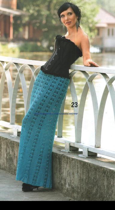 длинная голубая юбка крючком (384x700, 101Kb)