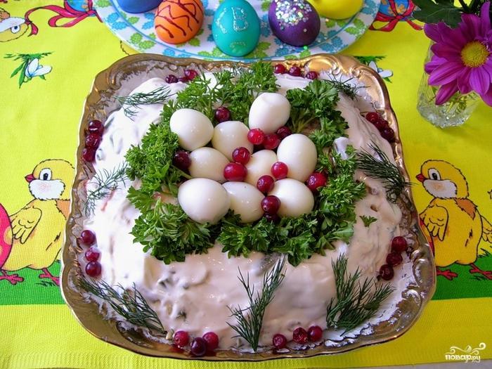 Пасхальные салаты/5281519_salat_pashalnii_venok53098 (700x525, 343Kb)