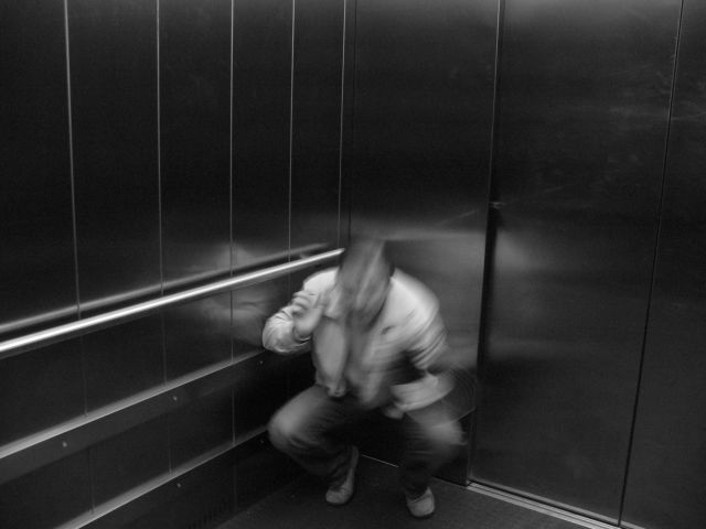 боязнь закрытых ограниченных пространств барокамера лифт подводная лодка а также страх задохнуться