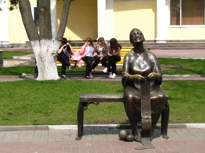 Интересная монументальная скульптура - Страница 2 32539295_Belgorod_Babushka