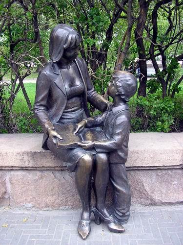 Интересная монументальная скульптура - Страница 2 32544434_CHelyabinsk_bronzovaya_mama