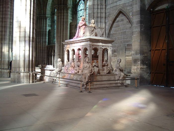The tomb of Louis XII of France and Anne de Bretagne in the Basilica of Saint Denis, Paris, France (700x525, 61Kb)