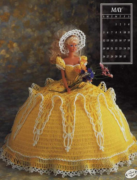 Посмотрите какая красота.  Куклы Барби в вязанных платьях!