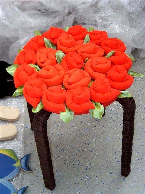 Стул из вязаных бутонов роз от Ники Эпштейн (Nicky Epstein) дизайнера журнала Vogue Knitting тут показано...
