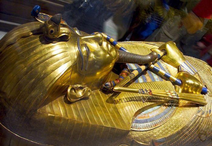 Золотой саркофаг Тутанхамона (700x484, 77Kb)