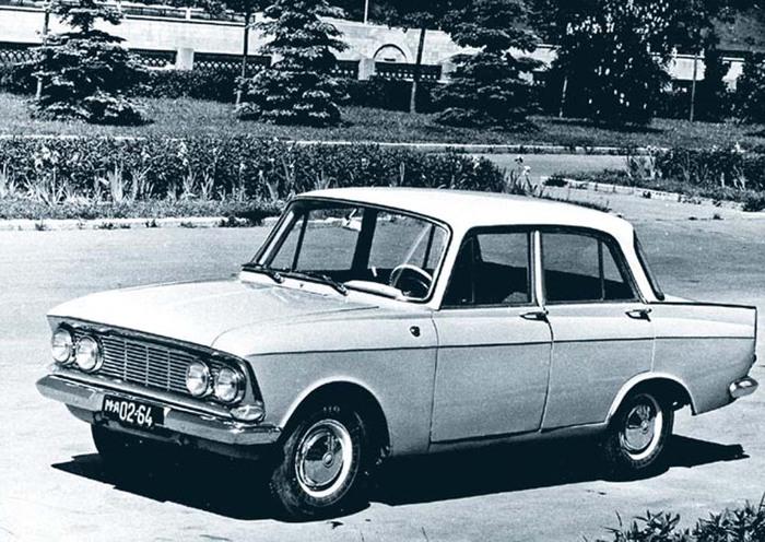 """в 1965 году с конвейера экспериментального цеха Ижевского автозавода сошел первый легвой автомобиль  """"Москвич-408 """" ."""