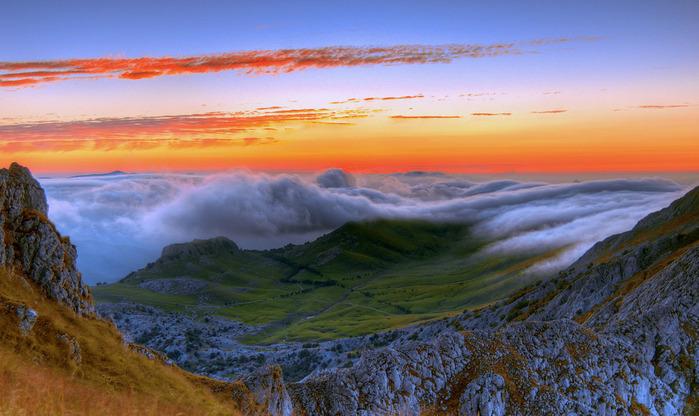 К своему стыду,я только два-три раза был в горах -- в Северной Осетии, Дагестане да в Восточном Казахстане...