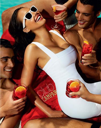 Джессика Альба украсила календарь Campari