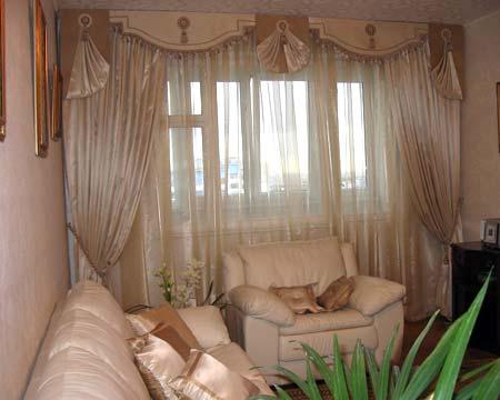 Красивый вид из окна вряд ли стоит закрывать плотными шторами.