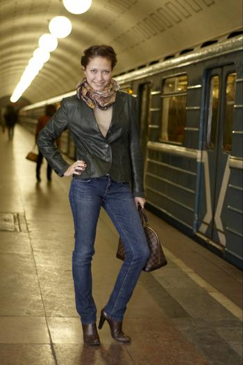 Фотография красивой девушки в метро фото 531-706