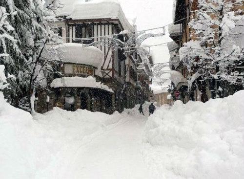 Италию слегка завалило снегом (9 фото)