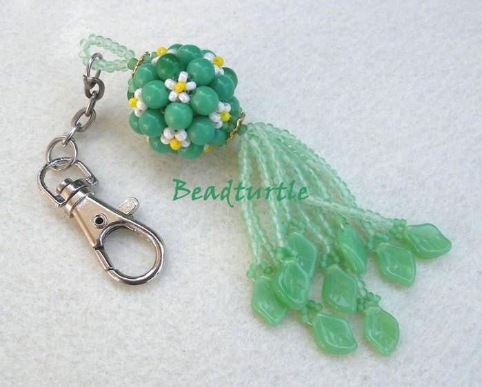 для плетения бусины с цветочками нам понадобятся: круглые зелёные бусины 6 мм белый и жёлтый бисер 10 (примерно 2...