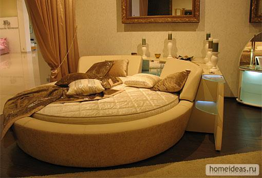 Круглые кровати всегда выглядят более оригинальными и интересными.