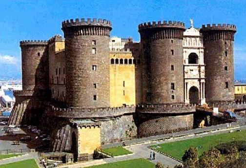Кастель-дель-Ово крепость