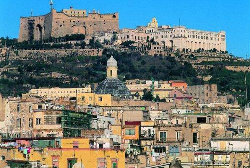 К контрастам Неаполя так же относится пропасть между бедностью и богатством